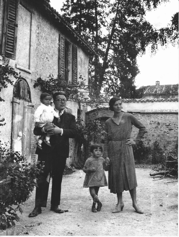 Umberto lilloni con la moglie Maria e i figli Adele e Luciano, 1930, Medole